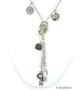Zilverkleurige halsketting met bedels van het merk