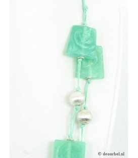 Groene koordketting met groen acryl plaatjes en kralen