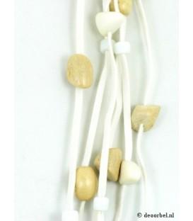 Witte koordhalsketting met houten en kunststof kralen