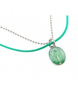 Halsketting met 2 strengen kralen en groene hanger