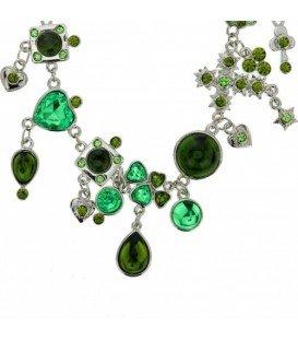 Korte zilverkleurige halsketting met groene strass en bedels