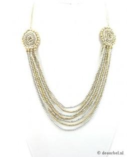 Goudkleurige halsketting van kleine kraaltjes