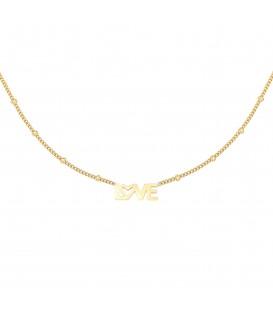 Goudkleurige halsketting met LOVE-bedel met een hartje in de tekst