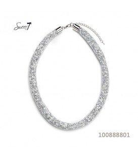 Witte korte halsketting