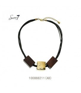 Bruine korte halsketting met 3 elementen als hanger