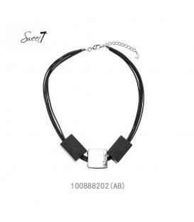 Zwarte korte halsketting met 3 elementen als hanger