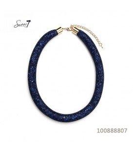 Blauwe halsketting met kleine steentjes in een mesh