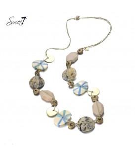 bruine lange halsketting met schelp en kralen|de lengte van de halsketting is 80 a 100 cm