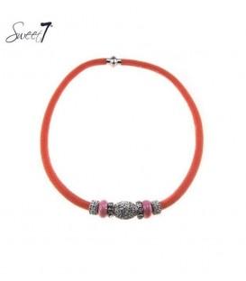 oranje halsketting met mooie zilverkleurige strass stenen bedels en kralen