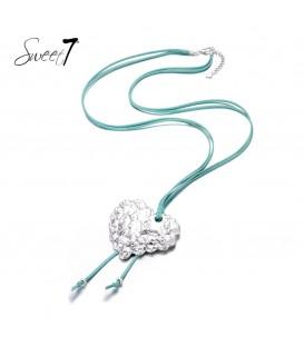 lange blauwe ketting met zilverkleurige hartvormige bedel