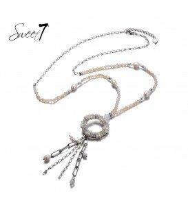wit gekleurde lange kralen halsketting met ronde hanger en strengen