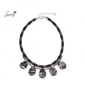 zwart witte korte halsketting met 5 ovale hangers