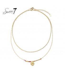 dubbele laags halsketting met gekleurde kralen en als bedel een hartje